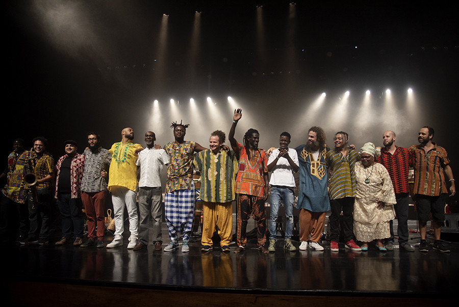 "Os instrumentistas do Brasil e do Senegal, integrantes do grupo Höröyá, lançaram o disco ""Pan Bras'Afree'Ke Vol.2"" no Auditório Ibirapuera, no dia 30 de março de 2019. (imagem: Mujica Saldanha)"